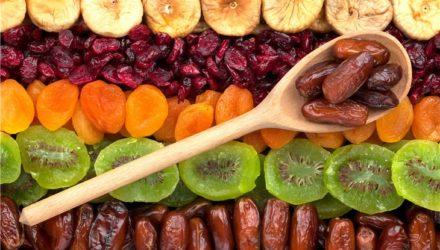 Названы фрукты и ягоды, косточки которых нужно есть