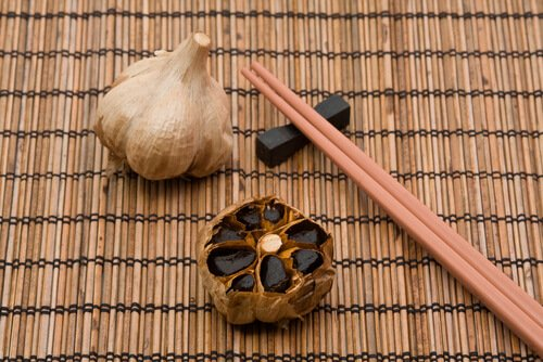 Борьба с холестерином с черным чесноком