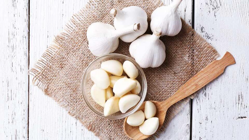 уменьшить холестерин чесноком