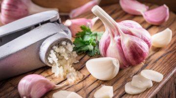 Как снизить холестерин чесноком: 3 проверенных способа