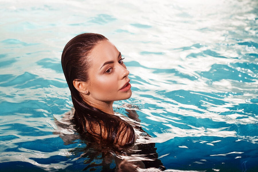 Волосы и бассейн